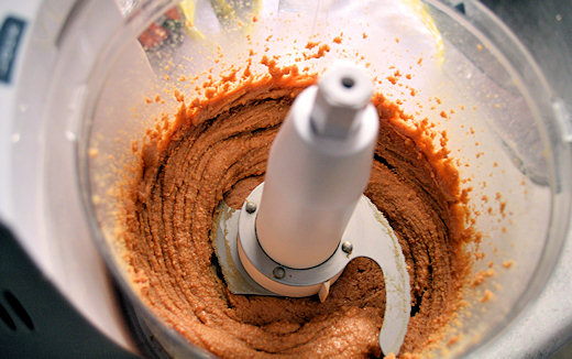 making natural peanut butter