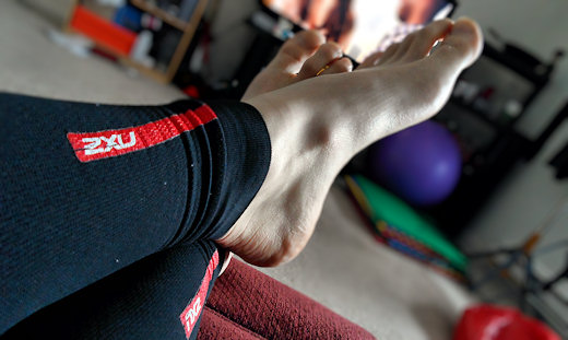 wearing 2xu leg sleeves