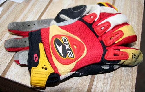 axo padlock glove