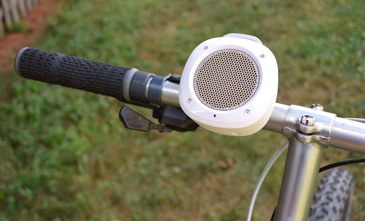 divoom airbeat 10 on mountain bike handlebar