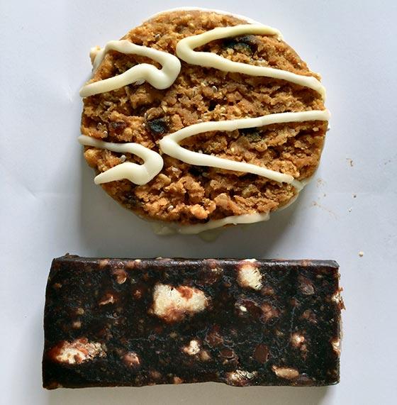 1.6 ounce size olly bar versus larabar