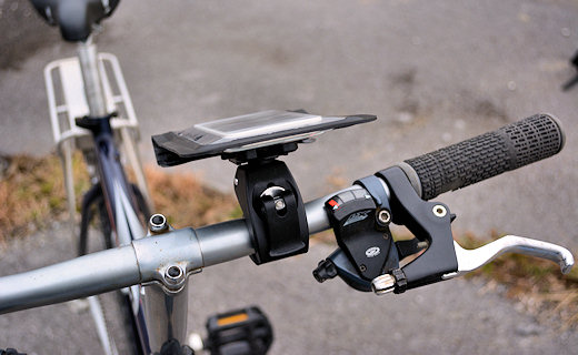 satechi ridemate on handlebar